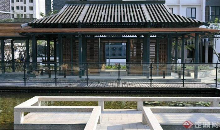 中式风格景观节点图片-玻璃栏杆观景台凉亭木平台-师