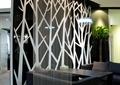 办公空间,装饰墙,沙发,桌子,吊灯
