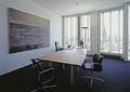 办公桌,椅子,装饰画,落地窗