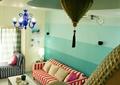 客厅,沙发,吊灯,楼梯扶手,茶几