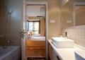 卫生间,镜子,洗漱台,浴缸
