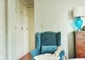 卧室,单人沙发,台灯,通顶衣柜