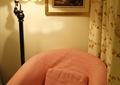 卧室,单人沙发,落地灯,装饰画