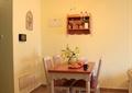 餐厅,餐桌椅,背景墙,插花摆件,水果