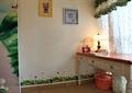办公桌,灯饰,摆件,窗帘,背景墙