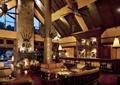 大厅,吧台,沙发,茶几,装饰柱,壁炉,灯具