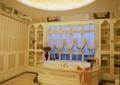 浴室,浴缸,窗子,花瓶插花