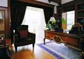 办公桌,沙发,窗帘,植物,摆件
