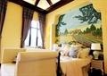 卧室,床,背景墙,床头柜,台灯,沙发