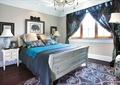 臥室,床,床頭柜,窗子