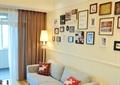 客厅,沙发,茶几,照片墙,落地灯,边几