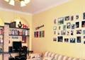 客厅,沙发,吊灯,照片墙,电脑桌椅