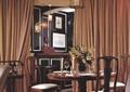餐厅,餐桌椅,地毯,花瓶插花,吊灯,窗帘