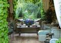 客厅,沙发,地砖,茶几,吊灯,藤蔓植物