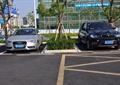 停车场,汽车,花台,乔木,灌木植物,地面铺装