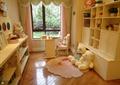 书房,写字桌,地毯,玩具,置物柜,装饰摆件,窗子