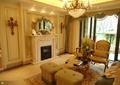 客廳,壁爐,沙發,茶幾,花瓶插花,背景墻,水景吊燈,窗子