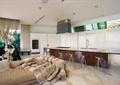 厨房,吧台,吧台椅,沙发,窗子,窗帘布艺