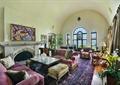 客厅,沙发,茶几,壁炉,窗子,盆景花卉,摆件,地毯