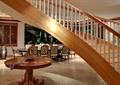 木桌,旋转楼梯,餐厅