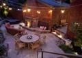 庭院景观,木桌椅,沙发,地面铺装,石灯,吊灯,砖墙,壁炉