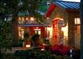 景观水池,草坪,庭院灯,民居
