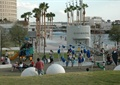 游乐场,游乐设施,草坪,管理建筑,常绿乔木