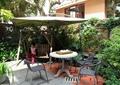 桌椅组合,遮阳伞,植物墙,垂直绿化,庭院景观